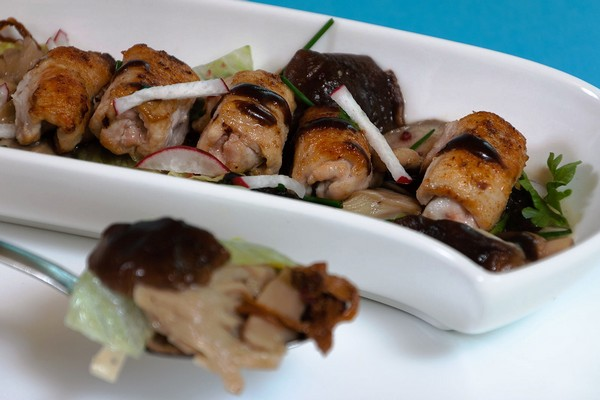 Pilzsalat mit Kaninchen-Filet-Röllchen